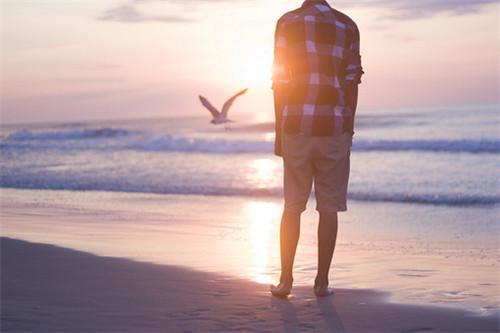跳出爱的苦与疯,很痛也必须放你走。<br />