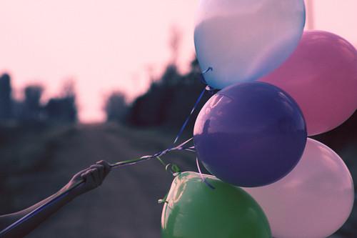 最难过的是当你遇上一个特别的人,却明白永远不可能在一起,或迟或早,你都不得不放弃。