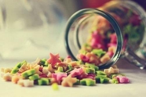 我心里有一簇迎着烈日而生的花,比一切美酒都要芬芳,滚烫的馨香淹没过稻草人的胸膛,草扎的精神,从此万寿无疆。<br />
