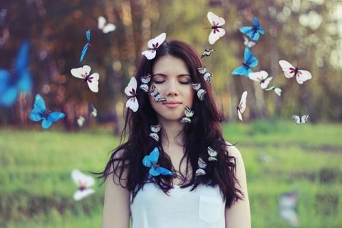 生活总是这样,不能叫人处处都满意。但我们还要热情地活下去。人活一生,值得爱的东西很多,不要因为一个不满意,就灰心。<br />