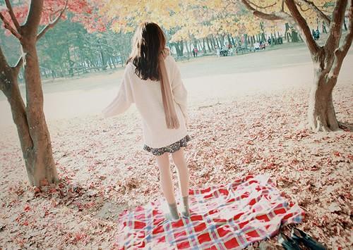 不要为了挽留一个不爱你的人,而变得可怜兮兮。