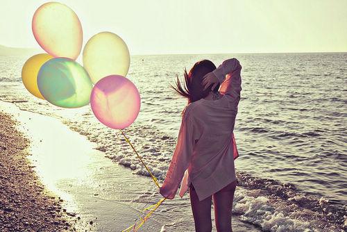 不乱于心,不困于情,不畏将来,不念过去,如此,安好。青春,是与七个自己相遇。一个明媚,一个忧伤,一个华丽,一个冒险,一个倔强,一个柔软,最后那个正在成长。